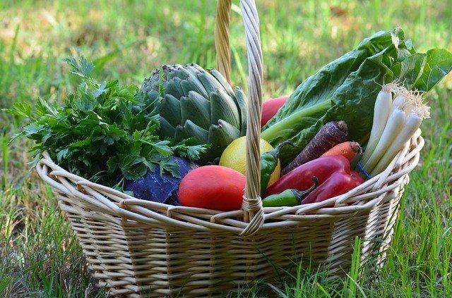 čerstvá zelenina v košíku