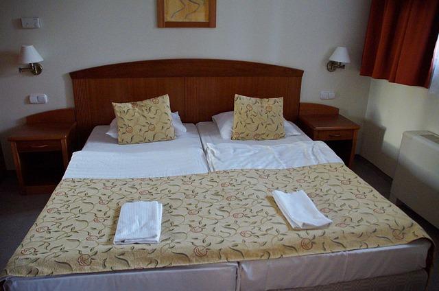 ustlané postele