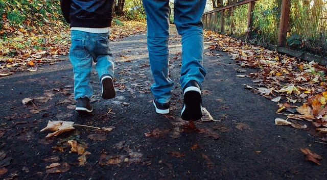 otec a syn v džínách