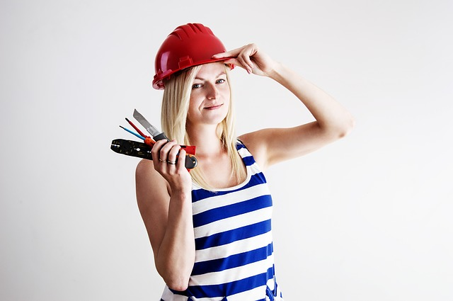 mladá opravářka